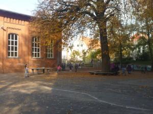 Schulhof-9