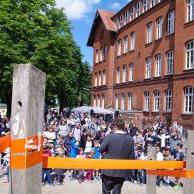 8_Schulfest Eröffnung mit Hr. Laue